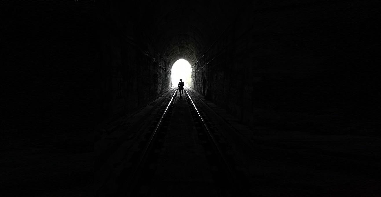 la luz y el túnel